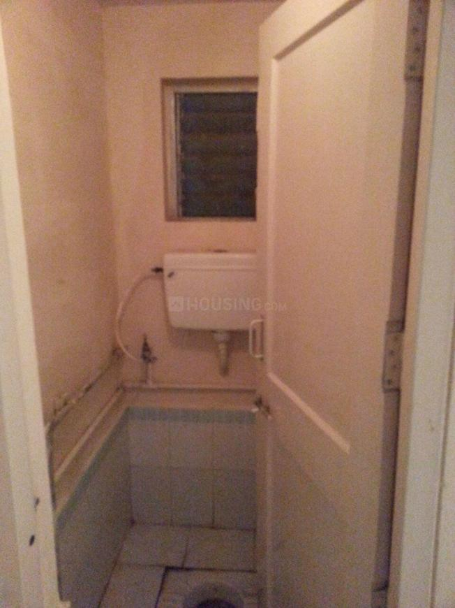 Common Bathroom Image of 225 Sq.ft 1 RK Apartment for buy in Malad West for 2850000