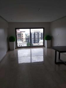 Gallery Cover Image of 1800 Sq.ft 3 BHK Apartment for buy in Khar West for 75000000