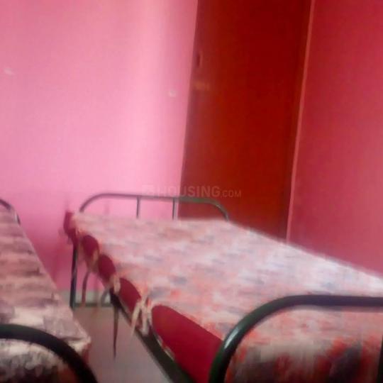 वसुंधरा एनक्लेव में श्री राम जैंट्स होस्टल में बेडरूम की तस्वीर