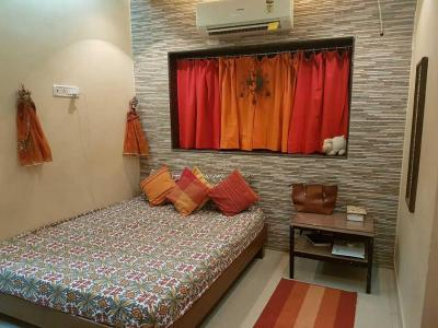 Gallery Cover Image of 400 Sq.ft 1 RK Apartment for rent in Khar West for 35000