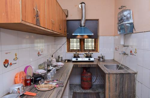 सेक्टर 22 में हरदीप हाउस सेकंड फ्लोर के किचन की तस्वीर
