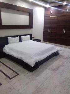 Gallery Cover Image of 1135 Sq.ft 2 BHK Apartment for rent in Sector 120 for 14000