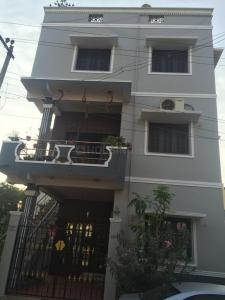 Gallery Cover Image of 3000 Sq.ft 3 BHK Independent Floor for buy in West Mambalam for 36000000