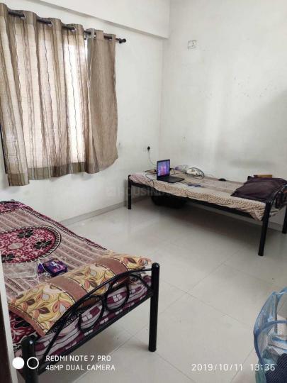 पिंपले निलख में लकी लक्ज़री पीजी के बेडरूम की तस्वीर
