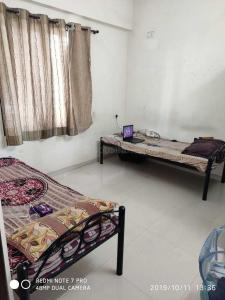 Bedroom Image of Lucky Luxury PG in Pimple Nilakh