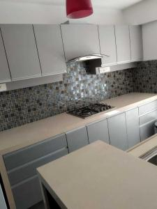 Gallery Cover Image of 1100 Sq.ft 3 BHK Apartment for rent in Santacruz West for 150000