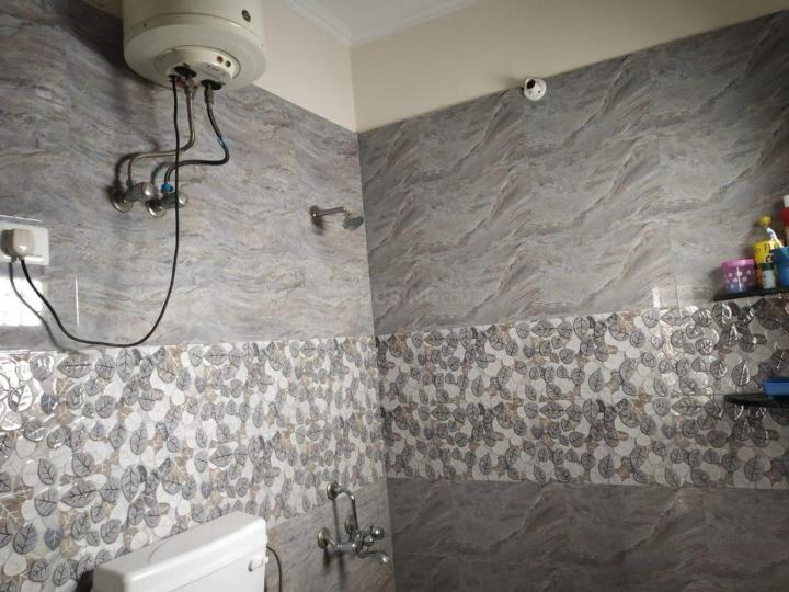 Common Bathroom Image of 700 Sq.ft 1 BHK Independent House for rent in Sushant Lok I for 23000