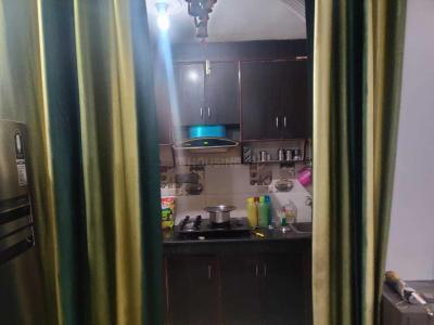 सेक्टर 7 द्वारका में तिवारी हाउस के किचन की तस्वीर