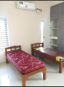 Bedroom Image of Sri Vainkateshwara Sai Mens Hostel in Karapakkam