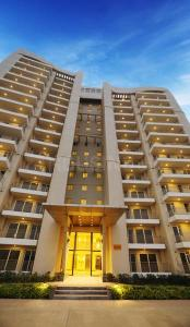 Gallery Cover Image of 1625 Sq.ft 3 BHK Apartment for rent in Sector 80 for 20000
