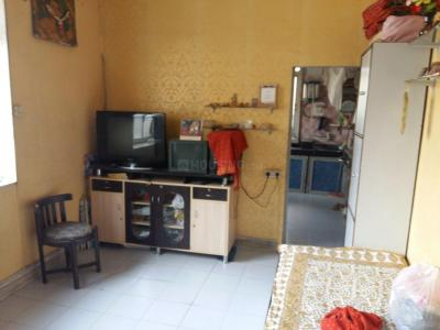 Gallery Cover Image of 450 Sq.ft 1 RK Apartment for rent in Khar West for 30000