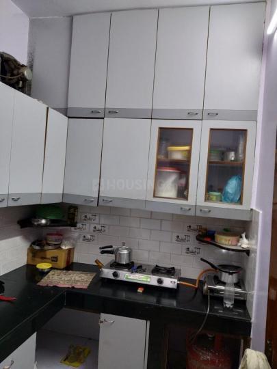 करोल बाग में कोज़ी होम्स में किचन की तस्वीर