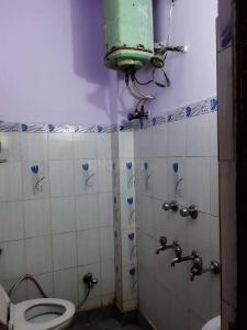 Bathroom Image of PG 4040588 Patparganj in Patparganj