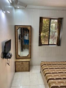 Gallery Cover Image of 1050 Sq.ft 2 BHK Apartment for rent in Rahul Apartments, Malad West for 38000
