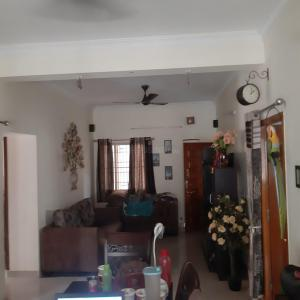 Gallery Cover Image of 1075 Sq.ft 2 BHK Apartment for buy in Ekkatuthangal for 10500000