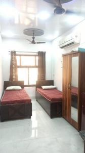 Gallery Cover Image of 300 Sq.ft 1 RK Independent Floor for rent in Subhash Nagar for 12000