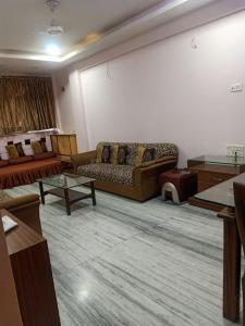 Gallery Cover Image of 1000 Sq.ft 2 BHK Apartment for rent in Vijay Vihar, Chembur for 45000