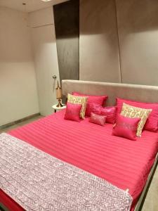 Gallery Cover Image of 1178 Sq.ft 2 BHK Apartment for buy in Shree Balaji Skyrise, Atladara for 4900000