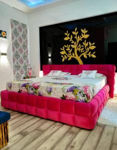 Gallery Cover Image of 756 Sq.ft 2 BHK Independent Floor for buy in Pitampura for 12000000