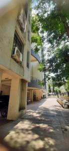 Gallery Cover Image of 652 Sq.ft 1 BHK Apartment for rent in Parvati Darshan for 15000