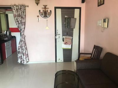 Gallery Cover Image of 1090 Sq.ft 2 BHK Apartment for rent in Kandivali East for 35000