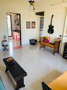 Gallery Cover Image of 920 Sq.ft 2 BHK Apartment for rent in Malad West for 36000