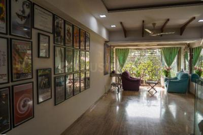 Gallery Cover Image of 1500 Sq.ft 3 BHK Apartment for rent in Elco Residency, Bandra West for 120000