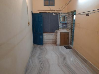 Gallery Cover Image of 800 Sq.ft 1 BHK Independent Floor for rent in Behala for 10000
