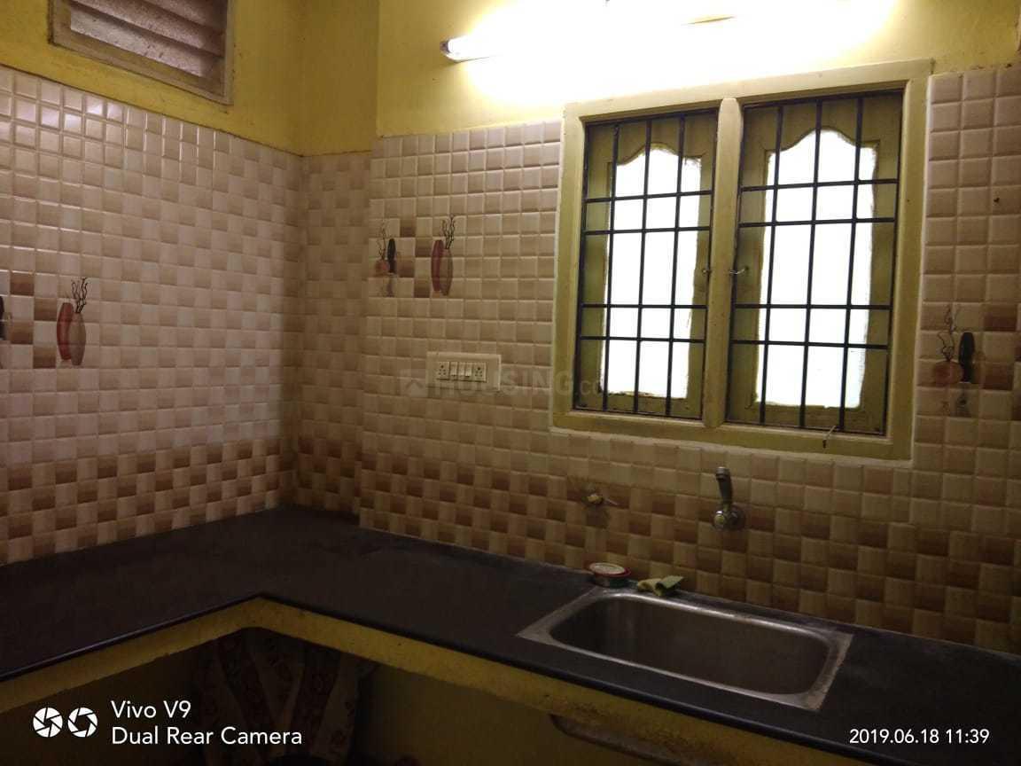 Kitchen Image of Rani Ladies Hostel in Sholinganallur
