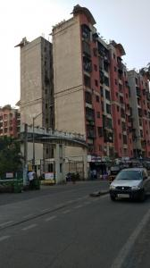 Gallery Cover Image of 780 Sq.ft 1 BHK Apartment for rent in Malad West for 22000
