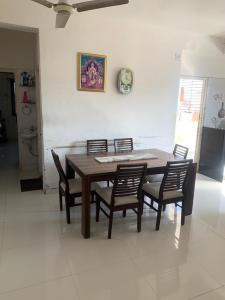 Gallery Cover Image of 180 Sq.ft 3 BHK Independent Floor for buy in Ranip for 7000000
