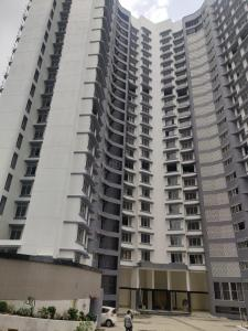 Gallery Cover Image of 990 Sq.ft 2 BHK Apartment for buy in Malad East for 11400000