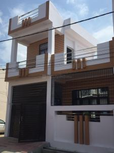 Gallery Cover Image of 1180 Sq.ft 2 BHK Independent House for buy in Jankipuram Extension for 4600000