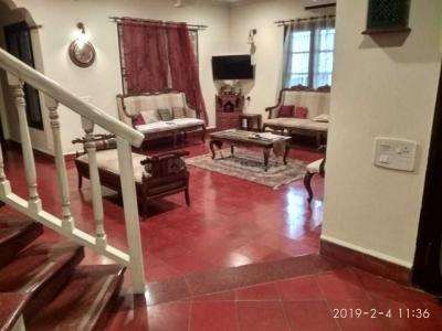 Gallery Cover Image of 7000 Sq.ft 7 BHK Independent House for rent in Manapakkam for 150000