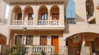 Gallery Cover Image of 1825 Sq.ft 3 BHK Villa for rent in Amrapali Leisure Valley, Noida Extension for 16000