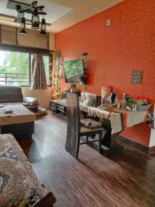 Gallery Cover Image of 1700 Sq.ft 3 BHK Apartment for rent in Paldi for 25000