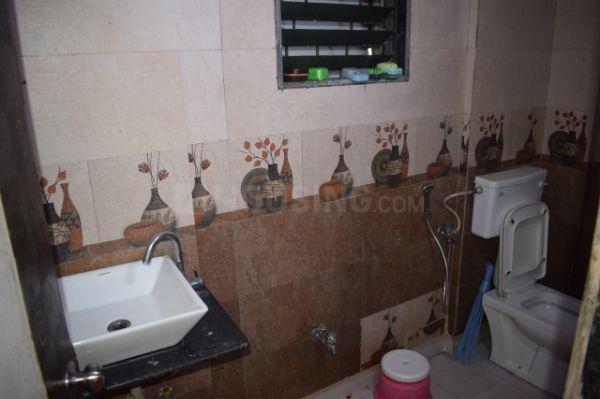 कॉपर खैरने में यूअर होम के बाथरूम की तस्वीर