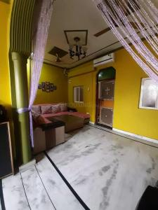 Gallery Cover Image of 1800 Sq.ft 5 BHK Independent House for buy in Shastri Nagar for 7500000