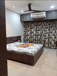 Gallery Cover Image of 1000 Sq.ft 2 BHK Apartment for rent in Cliff Tower, Andheri West for 45000