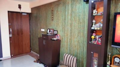 Gallery Cover Image of 560 Sq.ft 1 BHK Apartment for rent in Pushkraj, Malad East for 24000