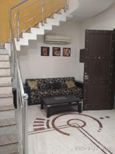 Gallery Cover Image of 5000 Sq.ft 4 BHK Villa for rent in Sector 44 for 105000
