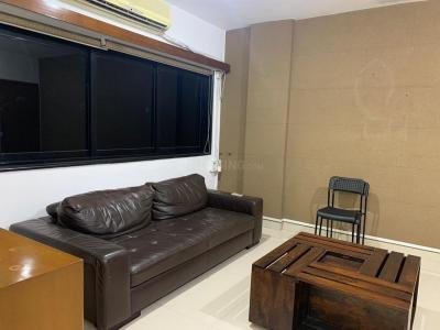 Gallery Cover Image of 790 Sq.ft 1 BHK Apartment for rent in Juhu for 55000