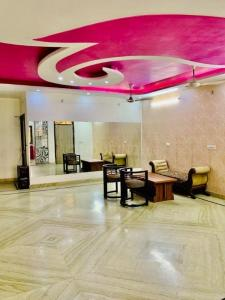 Gallery Cover Image of 2000 Sq.ft 3 BHK Independent Floor for buy in Nehru Nagar for 10000000