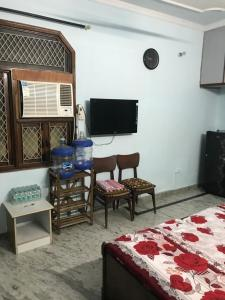 Gallery Cover Image of 1300 Sq.ft 3 BHK Independent Floor for rent in Ramesh Nagar for 28500