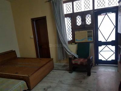 Gallery Cover Image of 800 Sq.ft 1 RK Independent Floor for rent in Sector 10A for 10000