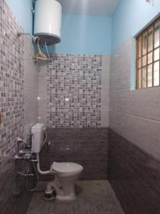 Common Bathroom Image of 1200 Sq.ft 1 BHK Independent Floor for rent in Kasavanahalli for 10000