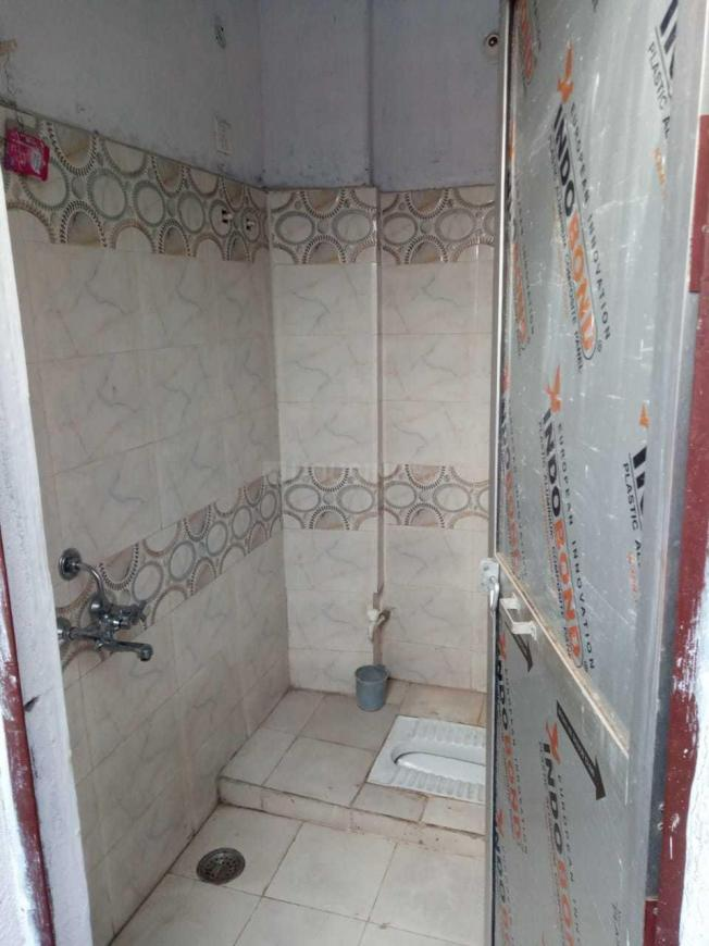 Bathroom Image of 850 Sq.ft 2 BHK Apartment for rent in Mourigram for 7000