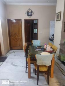 Gallery Cover Image of 1350 Sq.ft 3 BHK Independent Floor for buy in Model Town for 17000000