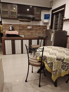 Gallery Cover Image of 1000 Sq.ft 2 BHK Apartment for rent in Dhakuria for 25000