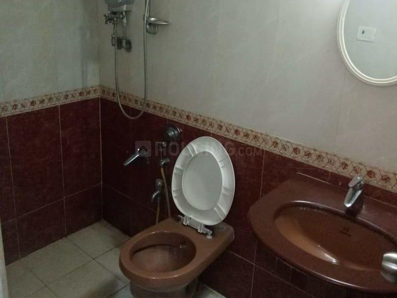 Common Bathroom Image of 700 Sq.ft 1 BHK Apartment for rent in Kurla West for 31000